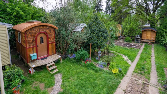 Tiny house community portland oregon lifeedited Small houses oregon