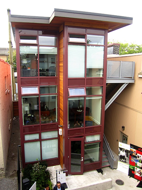 Shipping Containers Deliver Innovative Elegant Homes