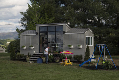 tiny-house-nation-jeff-and-chelsea