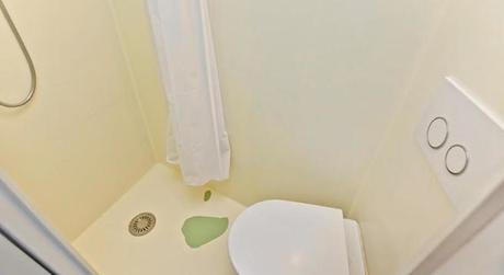 london-tiny-bathroom